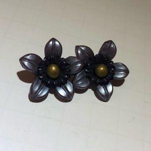 Vintage grey plastic flower brooch pin
